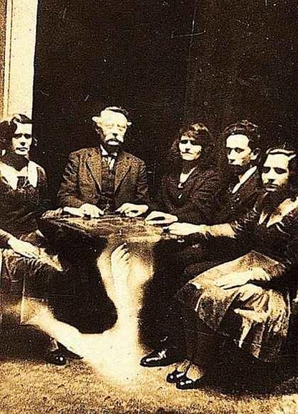 La Ouija a principios de siglo e1350245098892 - Ouija, ¿estás preparado para jugar?