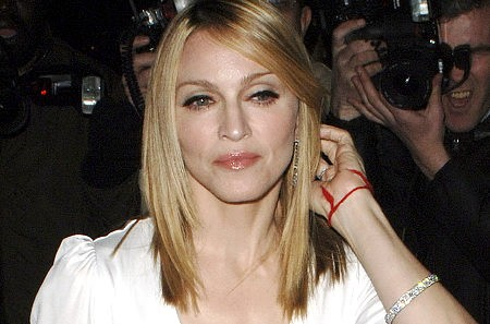 Madonna con la Pulsera Roja