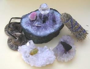 Cristales y piedras de poder - Limpia, recarga y programa tus cristales y piedras de poder