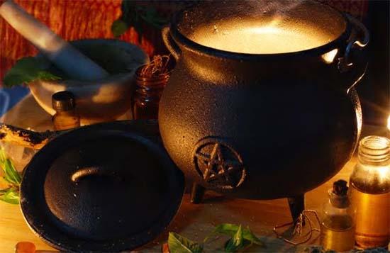 calderos bruja - Los calderos y los grimorios, herramientas de la bruja